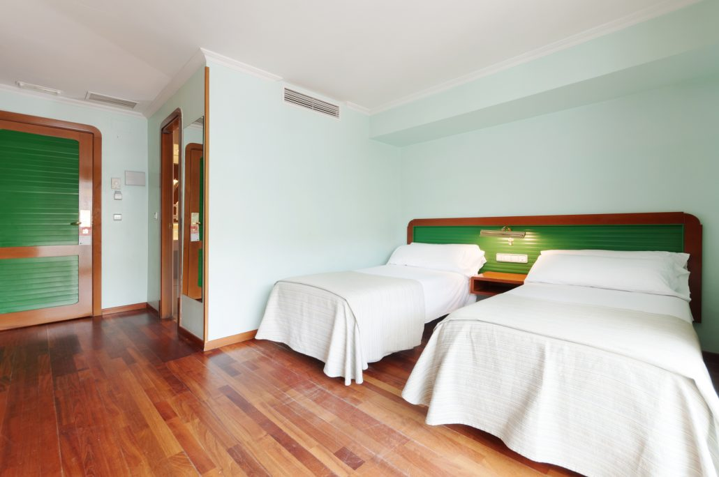 Habitaci n hotel sports n yade piscinas angeles de san for Hotel piscina habitacion